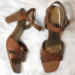 Nickels soft chago brown leather heeled sandals